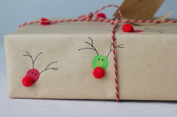 Gift wrapping inspiration: Fingerprint reindeer paper