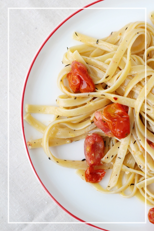 Fettuccine with Garlic Cream Sauce and Tomatoes4